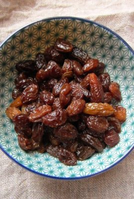 RUM-MARINATED SULTANAS